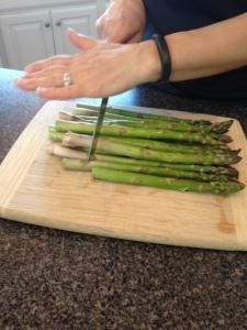 asparagus trimming